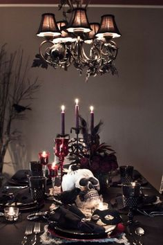 40 Picture-Perfect Halloween Table Decor Ideas for a Memorable Party Red and black creepy Halloween table decoration idea. The post 40 Picture-Perfect Halloween Table Decor Ideas for a Memorable Party appeared first on Halloween Wedding. Halloween Chic, Table Halloween, Halloween Table Settings, Creepy Halloween, Holidays Halloween, Halloween Party, Vintage Halloween, Victorian Halloween, Samhain Halloween