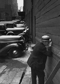 """""""Yo interpreto mis sensaciones en un instante determinado. No lo que veo, sino lo que siento."""" (André Kertész) Las fotografías de And..."""