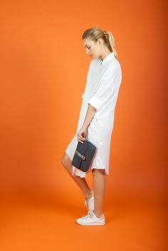 - Antoinette Ameska - Pochette Jaipur bleu pétrole / métal or #antoinetteameska #cuir #tendance #création #basket #chemise