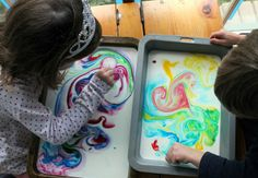 milk magic painting - when science and art collide Play Based Learning, Preschool Art, Sensory Play, Lent, Food Coloring, Science Experiments, Science Nature, Activities For Kids, Baby Kids