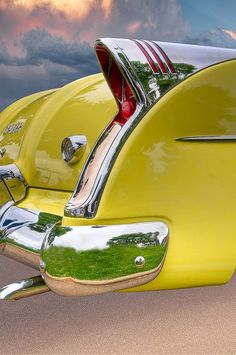 In the days when you looked at the hood ornament or the fins to determine the make of the car! This is the Buick Skylark. Buick was renowned for their use of chrome in new abd creative ways.these fins are a good example of that. Yellow Car, Mellow Yellow, Vintage Cars, Antique Cars, Automobile, Buick Skylark, Roadster, Hood Ornaments, Citroen Ds