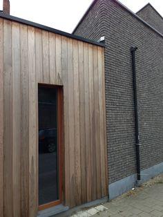 Combi hout en steen. Mogelijkheid voor garage?