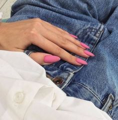 Semi-permanent varnish, false nails, patches: which manicure to choose? - My Nails Coffin Nails, Gel Nails, Nail Polish, Matte Pink Nails, Matte Nails Glitter, Matte Nail Colors, Color Nails, Matte Red, Black Nails