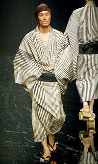 浴衣や着流し、羽織など、袴をつけない男性の和装スタイルを集めました。