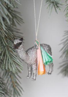 DIY Holiday Party Animal Ornament - Moran there's glitter involved! Diy Christmas Ornaments, Holiday Crafts, Holiday Fun, Christmas Holidays, Christmas Decorations, Holiday Decor, Festive, Llama Christmas, Kids Holidays