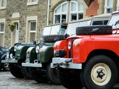 Land Rover Series Ready for service- Green and Red. Land Rover Defender 110, Defender 90, Fancy Cars, Cool Cars, Adventure 4x4, Best 4x4, Cars Land, Off Road, Range Rover Sport