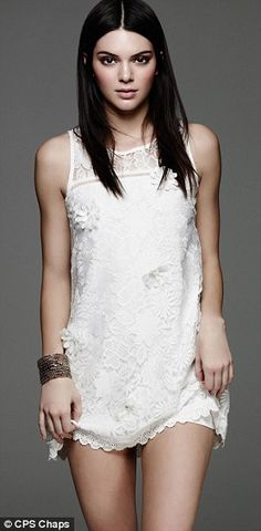 Kendall in short pretty white dress. Runway Fashion, Fashion Models, Jenner Girls, Jenner Sisters, Kendall And Kylie Jenner, Over 50 Womens Fashion, Young Models, Kardashian Jenner, Supermodels