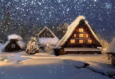ライトアップで幻想的に照らし出された合掌集落=岐阜県白川村で2015年1月17日午後5時23分、兵藤公治撮影