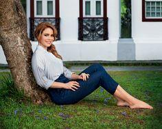 A atriz Leandra Leal protagonista de Império não poderia estar em melhor fase
