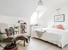 Minimalist Apartment Decor Inspiration - The Blissful Mind Home Bedroom, Bedroom Decor, Master Bedroom, Bedroom Chair, Modern Bedroom, Bedroom Ideas, Home Budget, Minimalist Apartment, Scandinavian Home