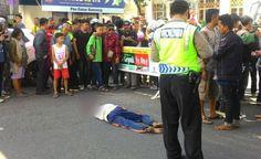 Bunuh Diri di Alun-Alun Bandung, Pria Tua Ini Nekat Jatuhkan Diri dari JPO - http://www.rancahpost.co.id/20160757637/bunuh-diri-di-alun-alun-bandung-pria-tua-ini-nekat-jatuhkan-diri-dari-jpo/