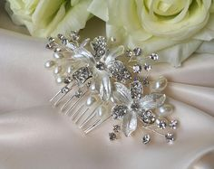 Crystal pearl bridal comb, crystal flower bridal comb, wedding hair accessories, bridal hair accessories, bridal comb, pearl comb