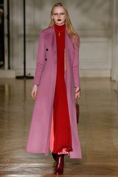 Valentino Fall 2017 Ready-to-Wear Fashion Show - Leah Rodl