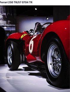 Vintage car and supercar famous photos Ferrari Racing, Sweet Cars, Vintage Race Car, Top Cars, Automotive Art, Amazing Cars, Courses, Fast Cars, Exotic Cars