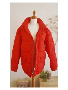 5e9d557e2480e Belle doudoune rouge vintage de marque Ciesse Piumini, très tendance cet  hiver! 😀 Garni