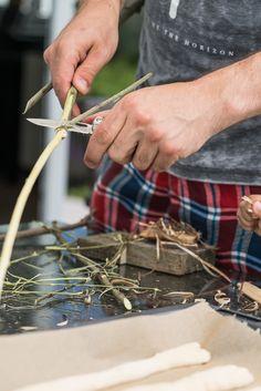 Einfaches Stockbrot Rezept: dieses Stockbrot kann pikant oder süß gewürzt werden. Stockbrot backen ist die perfekte Sommerbeschäftigung - nicht nur für Kinder!