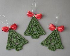 Ornamento de la Navidad, árbol de Navidad de ganchillo, decoración de la Navidad, decoración del árbol, conjunto de 3 adornos de árbol de Navidad de ganchillo, decoración hecha a mano de ganchillo  Conjunto de 3 crochet ornamеnts de árbol de Navidad.  Anchura - 2.4 (6 cm) Altura-2.7 (7 cm)  Mano de ganchillo con hilo de algodón de alta calidad en ambiente libre de humo y mascotas whit atención a los detalles.  Este conjunto de árboles de Navidad es almidonada y llega muy bien embalado en una…