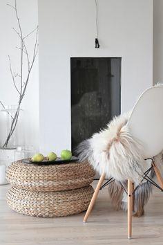 Wicker ottoman - indoor/outdoor furniture for bedroom: http://skandihus.blogspot.co.uk/
