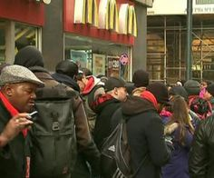 Video: NYC Fast Food Workers Go on Strike for $15 an Hour http://www.opposingviews.com/i/money/jobs-and-careers/video-nyc-fast-food-workers-go-strike-15-hour