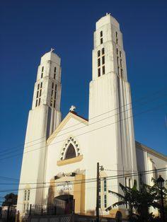 Iglesia La Altagracia, Santiago de los Caballeros, República Dominicana. Capturada en Abril 2015. By Nancy