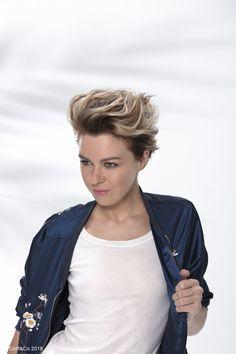 Un coiffage rock effet boyfriend  #coiffure #coupe #cheveux #hairstyle #haircut #hair #coiffandco #shine #wavy #brillance #rock