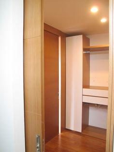 Vestier, puertas batientes y corredizas - Roble Alto Work.