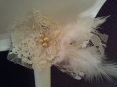 Handmade Ivory Vintage Wedding Lace hair clip perfect clip for your wedding. $12.99, via Etsy. (13€ FDPI)