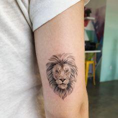 Single needle tattoo small women's lion tattoo, women's back of the arm tattoo. Single needle tattoo small women's lion tattoo, women's back of the arm tattoo. Small Lion Tattoo For Women, Arm Tattoos For Women, Tattoos For Guys, Tattoo Women, Guy Tattoos, Tatoos, Unique Tattoos, Pretty Tattoos, Small Tattoos