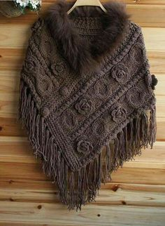 Poncho from CCC - poncho with moss stitch with a pocket on front. Poncho Pattern: Chain the chains with a slip SC, increase on every Crochet Poncho Patterns, Knitted Poncho, Knitted Shawls, Crochet Shawl, Knitting Patterns, Knit Crochet, Finger Crochet, Quick Knits, Moss Stitch