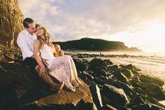 O ensaio pré-casamento na praia da Jussara e do Robson - O Amor é Simples