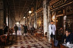 CafféFlorian1720    En la Plaza de San Marcos, Venecia se encuentra el café que presume ser el mas antiguo de Europa, el café Florian (1720)