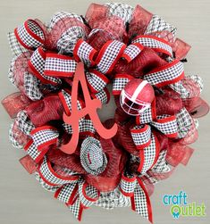 Alabama Houndstooth Wreath Tutorial...love the tutorial!  My friend Christy would LOVE this!
