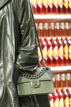 Chanel Fall 2014 RTW - Details - Fashion Week - Runway, Fashion Shows and Collections - Vogue