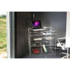 Faites fabriquer votre station informatique, dessinée par les Designers Optimistes. Ce meuble dispose de plusieurs rangements, il sera parfait pour accueillir votre ordinateur.