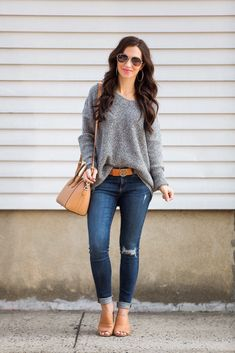 Oversized Grey Knit Sweater - Jeans For Petite Women - Ideas of Jeans For Petite Women - Grey oversized sweater Tory Burch belt AG skinny jeans on petite Petite Style Petite outfits Givenchy Antigona Grey Sweater Outfit, Oversized Grey Sweater, Sweater Outfits, Petite Outfits, Mode Outfits, Fall Outfits, Casual Outfits, Fashion Models, Look Fashion