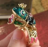 $14.99 Betsey Johnson FROG PRINCE STRETCHABLE RING High Fashion Women's Junior's Jewelry BRAND NEW ITEM