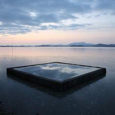 바다우물  갯벌에서 채취한 어패류를 씻기위해 만든 우물....   밀물때는 바다에 잠겼다가 썰물일때 사용하는 듯 하다...