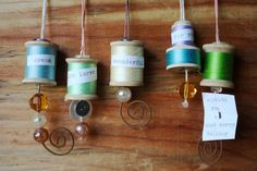 Wooden spool gift tags from Craft magazineS Jessica Wilson. I like these