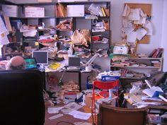 """Josh Freed em seu """"escritório criativo""""  Yorganiza: MInha Vida Bagunçada http://www.yorganiza.com.br/2014/07/minha-vida-baguncada.html"""