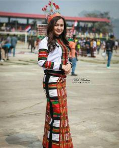 @mimi_tlau Pc:@ms.a_pachuau #northeastyle #stayfashionablytraditional #mizoram Myanmar Traditional Dress, Traditional Dresses, North East Indian, African Maxi Dresses, Blouses For Women, Weave, Women's Fashion, Culture, Models