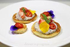#dip #menúatema #menúfruttidimare #antipasto  #appetizer Blinis con polpa di granchio salsa tartufata homemade e datterini confit. Un antipasto made in Russia con qualche contaminazione in stile Dinner in progress. La ricetta semplicissima ma di grande effetto la trovate as usual sul blog! #newrecipe #recipeonblog #tweegram #theartofplating #gastroart #goodfood #igers #cuisine_captures #cucinaitaliana #russia #instafood #instagood #instagourmet #picoftheday #pesce #fish #seafruits #truffle…
