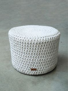 Azzularq Ideas Prácticas, Outdoor Furniture, Outdoor Decor, Ottoman, Home Decor, Ways To Recycle, Flats, Objects, Stools