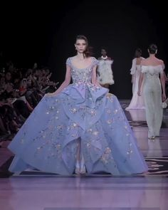 Georges Hobeika Look 20 Beautiful Embroidered Purple A-Lane Evening Dress / Evening Ball Gown with Oval Neck Cut, Short Sleeves and a Train. Fashion Runway Show by Georges Hobeika<br> Ball Dresses, Ball Gowns, Evening Dresses, Georges Hobeika, Haute Couture Dresses, Couture Fashion, Traje A Rigor, Fashion Runway Show, Couture Collection