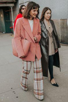The Very Best Street Style Looks From New York Fashion Week 2019 - Mode und Liebe - Fashion Week Sweater Outfits, Casual Outfits, Fashion Outfits, Fashion Tips, Fashion Trends, Office Outfits, Fashion Fashion, Workwear Fashion, Classy Fashion