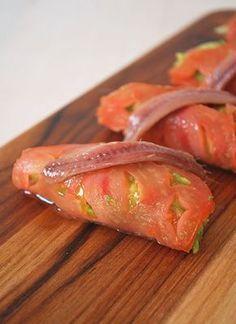 Nigiris de tomate, guacamole y anchoa – Nigiris van tomaat, guacamole en ansjovis