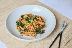 spicy peanut udon noodles with kale. Udon Noodles, Kale, Risotto, Beverage, Smoothies, Spicy, Ethnic Recipes, Food, Collard Greens