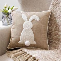 Easter Decorations For The Home That You'll Love: Rustic Easter bunny decorations – Bunny Pillow Sewing Pillows, Diy Pillows, Applique Pillows, Easter Tree, Easter Wreaths, Bunny Crafts, Easter Crafts, Oster Dekor, Diy Osterschmuck