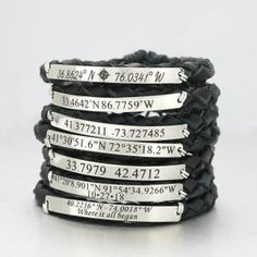 Bracelet de coordonnées Bracelet Latitude Longitude Cuir   Etsy Copper Cuff, Copper Bracelet, Pearl Bracelet, Dainty Bracelets, Beaded Bracelets, Custom Coordinates Bracelet, Latitude Longitude, Personalized Rings, Micro Macrame