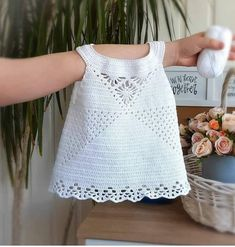 Crochet Stitches Patterns, Baby Knitting Patterns, Baby Patterns, Knit Baby Dress, Crochet Baby Clothes, Baby Hats Knitting, Easy Knitting, Crochet Shirt, Knit Crochet