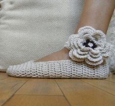 Pattern PDF - Mary Jane slippers -  crochet flower applique - DIY tutorial - Quick and easy